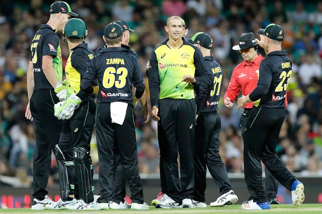 1024px-2018.02.03.20.31.23-AUSvNZL_T20_NZL_innings,_SCG-0002_(38618210190)